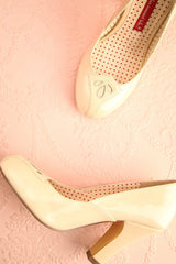 Bariloche - Cream glossy high heeled shoes