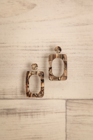 Bene Sable Beige Marbled Pendant Earrings | La Petite Garçonne