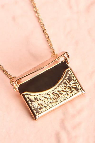 Benefio Gold Chain Necklace with Purse Pendant | Boutique 1861 5