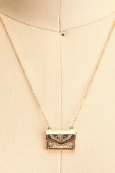 Benefio Gold Chain Necklace with Purse Pendant | Boutique 1861 3