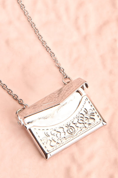 Benefio Argent Silvery Necklace with Purse Pendant | Boutique 1861 5