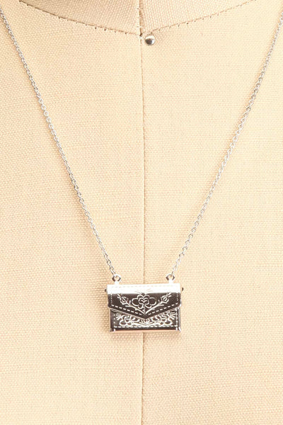 Benefio Argent Silvery Necklace with Purse Pendant | Boutique 1861 3