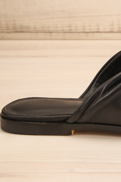 Benere Black Leather Knotted Slide Sandals | La petite garçonne side clsoe-up