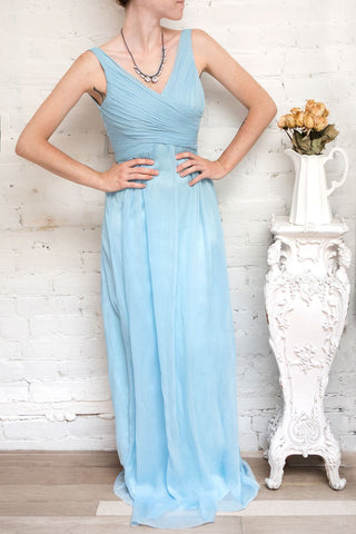 Beomia Topaz - Light blue gown with veil lining 2