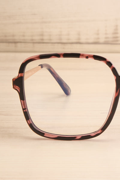 Bethune Blue Light Protection Glasses | La petite garçonne front close-up
