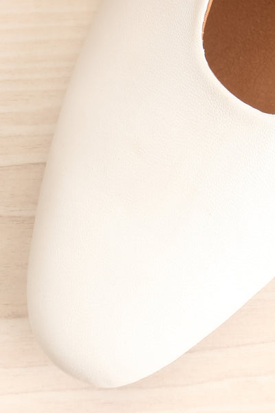 Boicas Chalk White Block Heel Mules flat close-up | La Petite Garçonne Chpt. 2 3