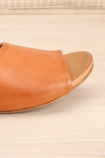 Botha Coffee Tan Slip-On Sandals | La petite garçonne side close-up