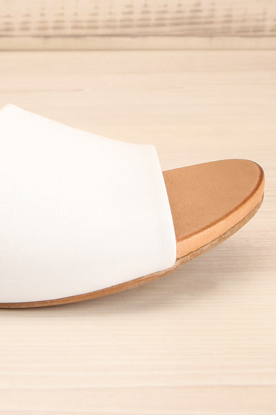 Botha Milk White & Tan Slip-On Sandals | La petite garçonne side close-up