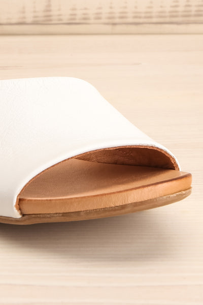 Botha Milk White & Tan Slip-On Sandals | La petite garçonne front close-up