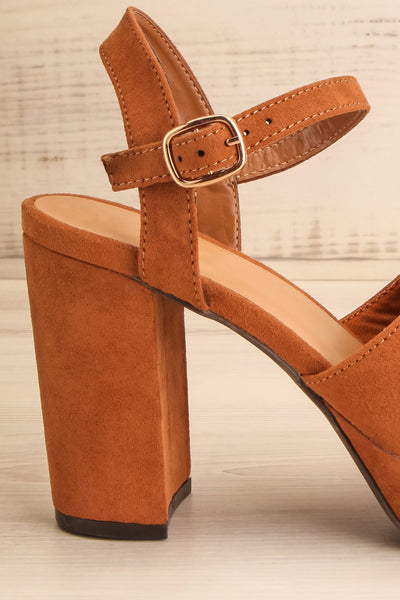 Braque Camel Platform Sandals | Talons | La Petite Garçonne side close-up