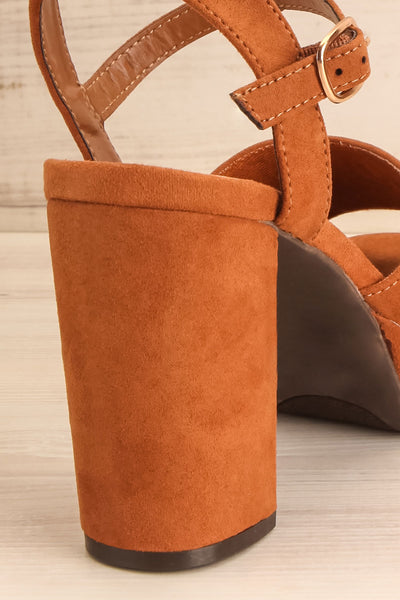 Braque Camel Platform Sandals | Talons | La Petite Garçonne back close-up