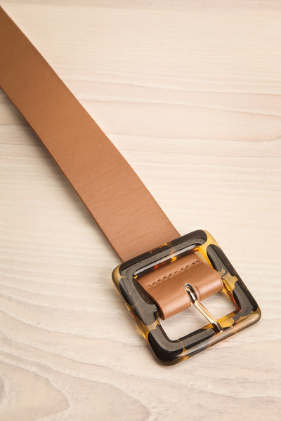 Cogo Tan Belt with Marbled Amber Buckle | La Petite Garçonne 3