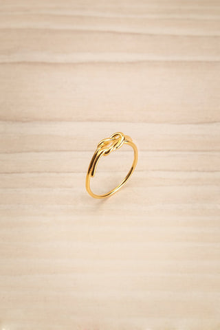Capsa Doré Fine Golden Ring with Knot Detail | Boutique 1861