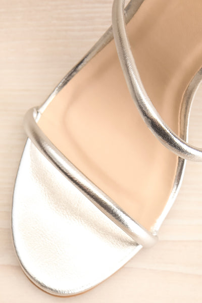 Cariaco Silver Stiletto Heel Sandals | La petite garçonne flat close-up