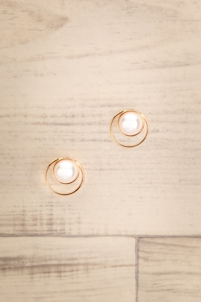 Commito Golden Hoop Stud Earrings with Pearl | La Petite Garçonne