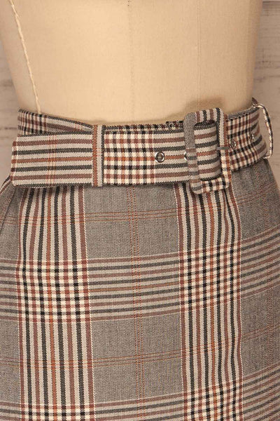 Darlington Plaid Mini Skirt | Mini Jupe | La Petite Garçonne side close-up