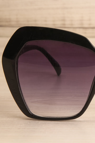 Deknepoll Black Oversized Sunglasses front close-up | La Petite Garçonne
