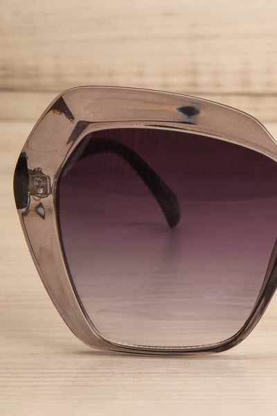 Deknepoll Grey Oversized Sunglasses front close-up | La Petite Garçonne