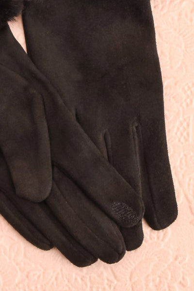Derra Black Gloves with Faux-Fur Lining & Cuff finger close-up | Boutique 1861