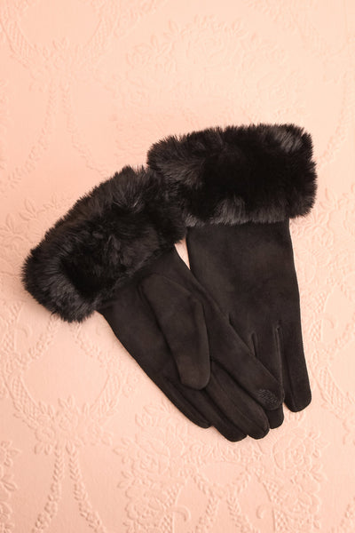 Derra Black Gloves with Faux-Fur Lining & Cuff | Boutique 1861
