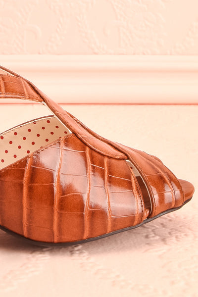 Dulcina Brown High Heel Sandals | Sandales | Boutique 1861 side front close-up