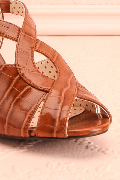 Dulcina Brown High Heel Sandals | Sandales | Boutique 1861 front close-up