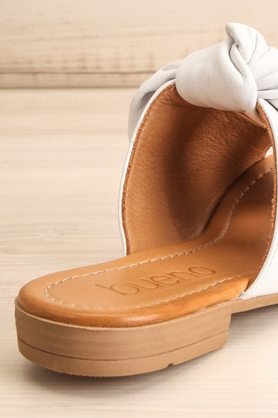 Ebelmen White Slip-On Sandals w/ Bow | La petite garçonne back close-up