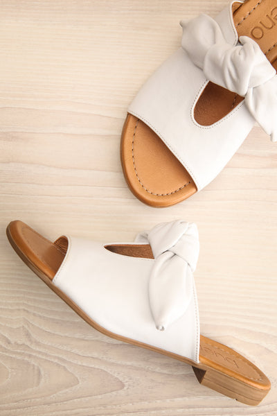 Ebelmen White Slip-On Sandals w/ Bow | La petite garçonne flat view