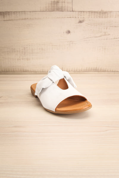 Ebelmen White Slip-On Sandals w/ Bow | La petite garçonne front view