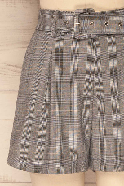 Evosmos Grey Plaid High Rise Shorts | La Petite Garçonne bottom close-up