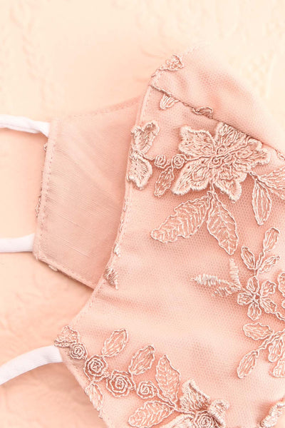 Face Mask Pink Lace | Boutique 1861 lining close-up
