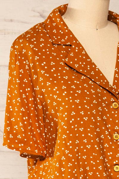 Falkflageet Patterned Orange Short Sleeve Shirt | La petite garçonne  side close-up