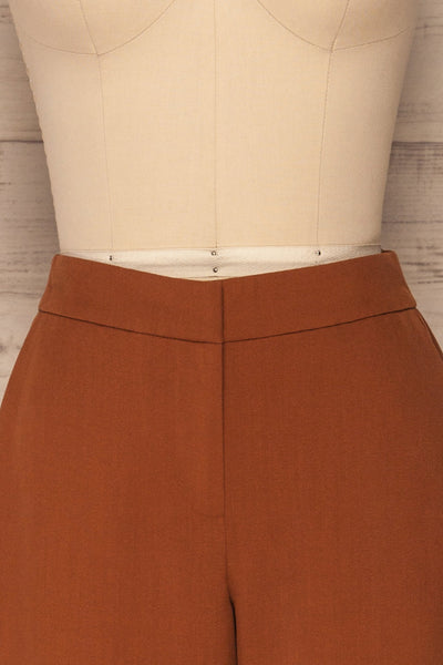Falstad Rust Pants | Pantalon | La Petite Garçonne front close-up