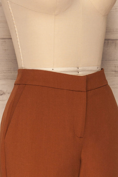 Falstad Rust Pants | Pantalon | La Petite Garçonne side close-up
