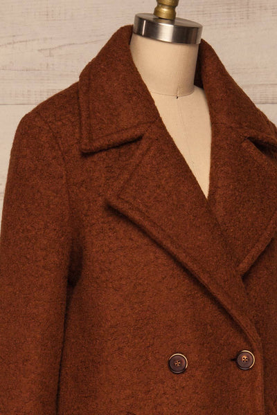 Fangdalen Cognac Brown Coat | Manteau Brun side close up | La Petite Garçonne