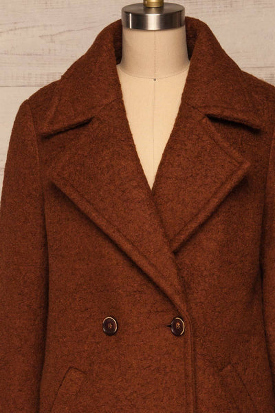 Fangdalen Cognac Brown Coat | Manteau Brun front close up close | La Petite Garçonne