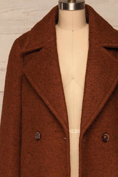 Fangdalen Cognac Brown Coat | Manteau Brun front close up | La Petite Garçonne