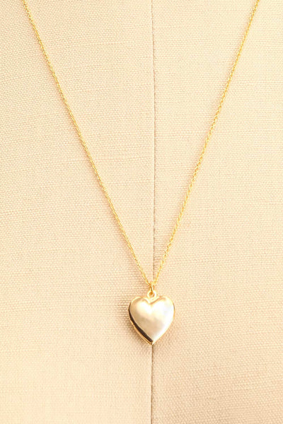 Geillis Gold Heart Necklace | Collier | La Petite Garçonne close-up