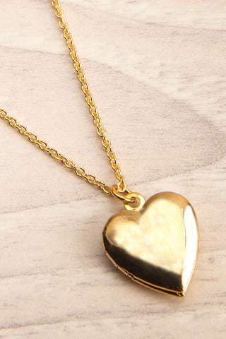 Geillis Gold Heart Necklace | Collier | La Petite Garçonne flat close-up