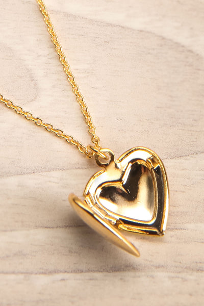Geillis Gold Heart Necklace | Collier | La Petite Garçonne open close-up