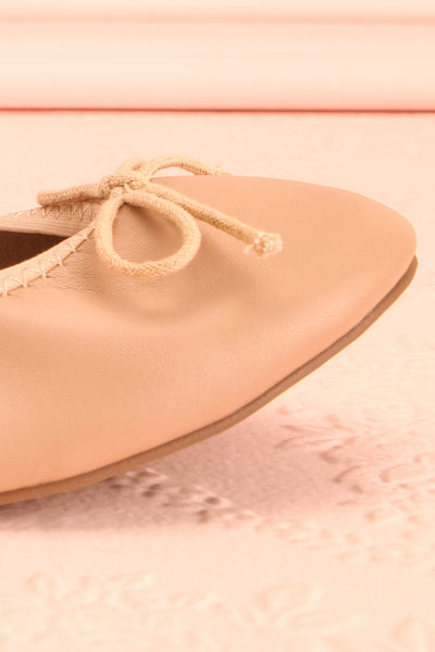 Gericault Beige Ballet Flats | Ballerines | Boutique 1861 side front close-up