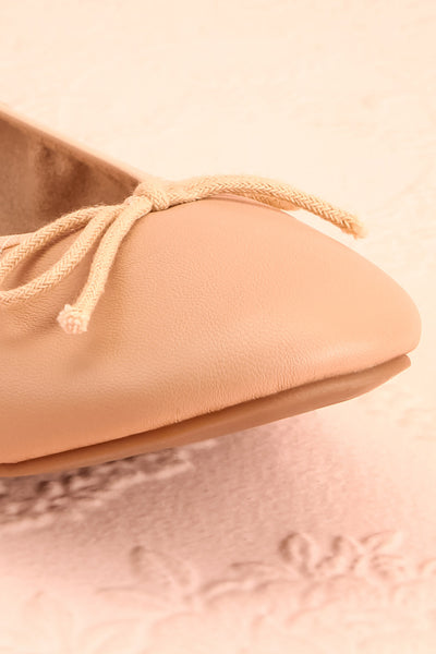 Gericault Beige Ballet Flats | Ballerines | Boutique 1861 front close-up