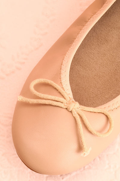 Gericault Beige Ballet Flats | Ballerines | Boutique 1861 flat close-up