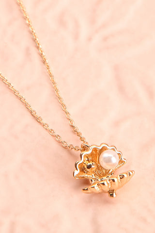 Hesperie Golden Sea Shell Pendant Necklace flat close-up | Boutique 1861