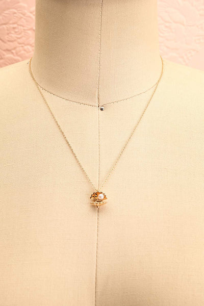 Hesperie Golden Sea Shell Pendant Necklace | Boutique 1861