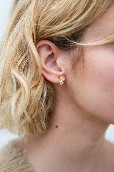 Hic Gold Twisted Stud Earrings | La petite garçonne model