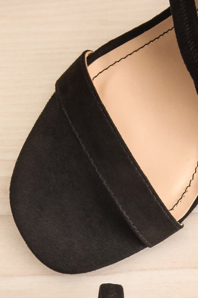 Hikari Black Sandals | Sandales Noires | La Petite Garçonne flat close-up
