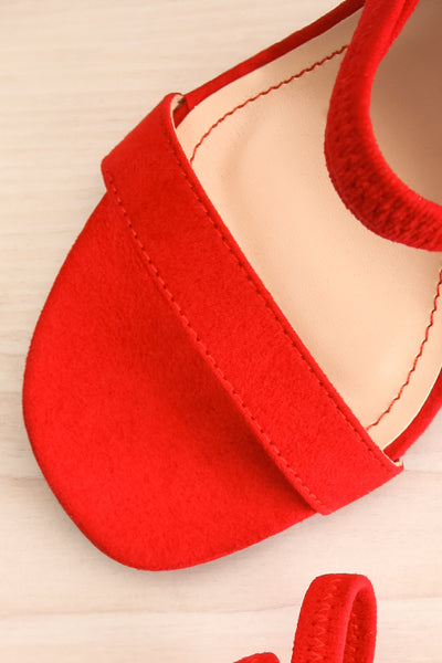 Hikari Red Sandals | Sandales Rouges | La Petite Garçonne flat close-up