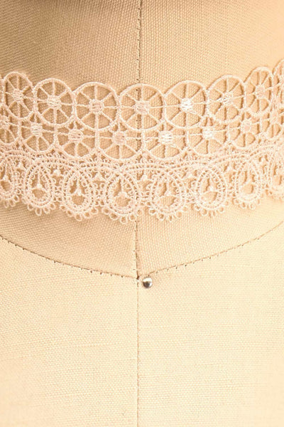 Immane Tendresse Ivory Floral Lace Choker Necklace | Boutique 1861 2