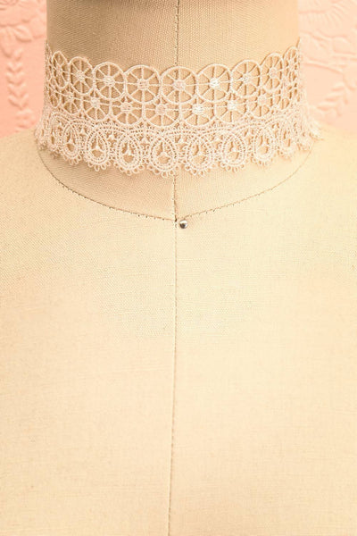 Immane Tendresse Ivory Floral Lace Choker Necklace | Boutique 1861 1